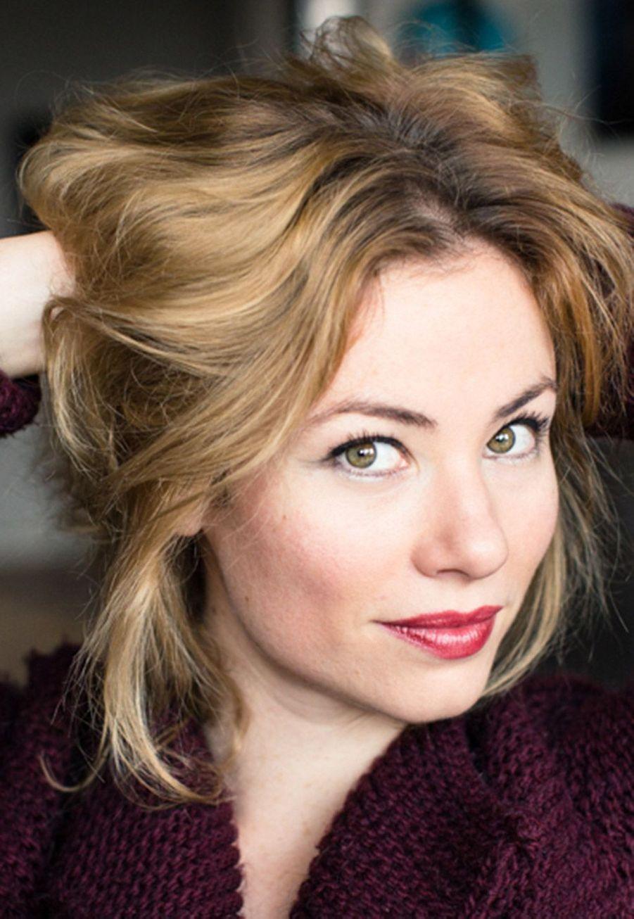 Maud Baecker ( Anna Delcourt)