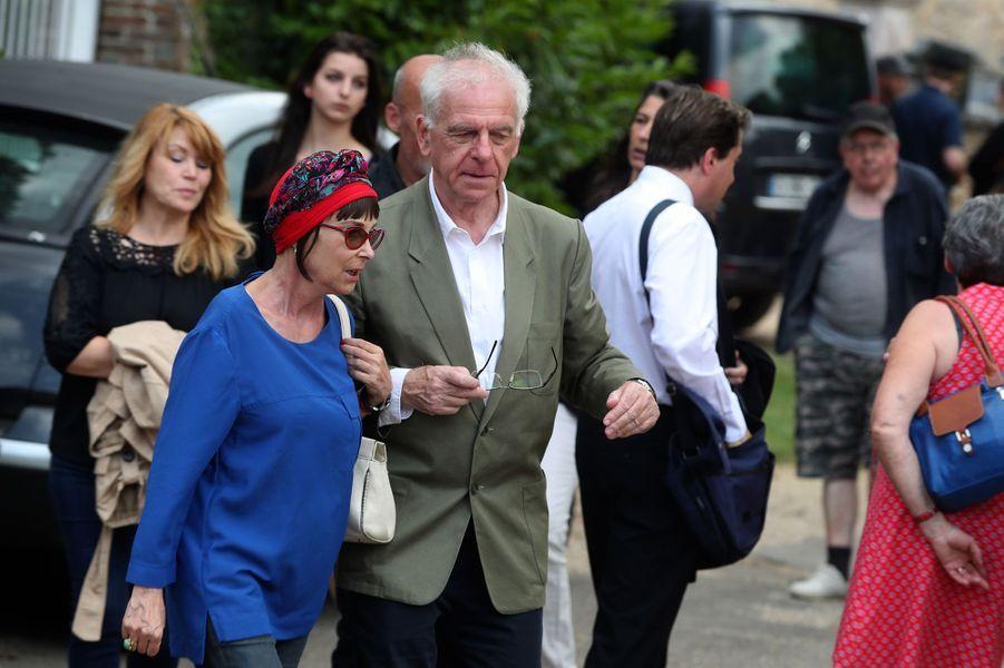 Ariane et Jacky aux obsèques de Corbier, le 5 juillet