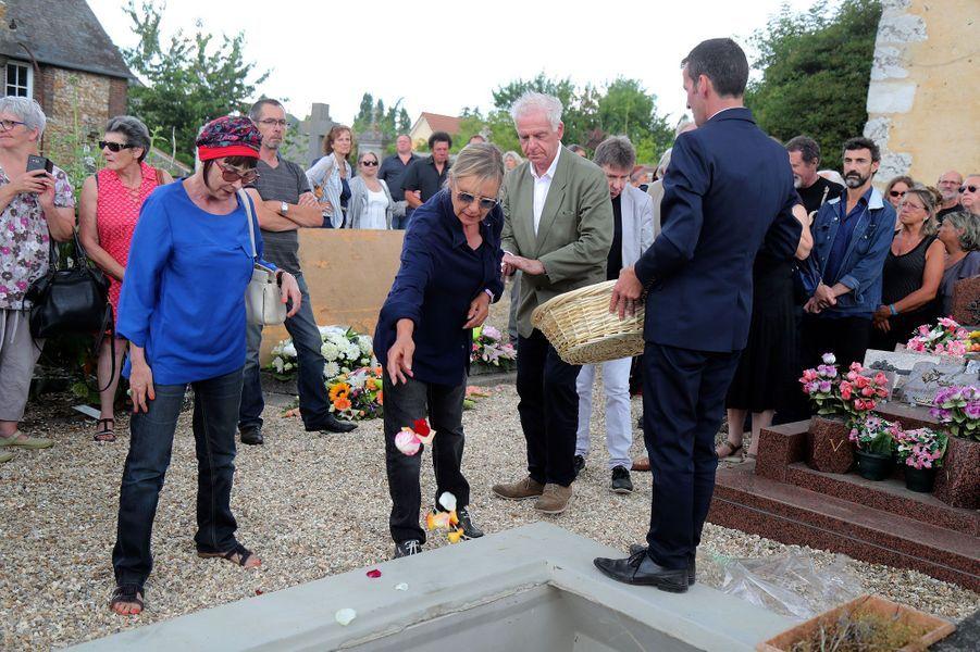Ariane, Dorothée et Jacky aux obsèques de Corbier, le 5 juillet