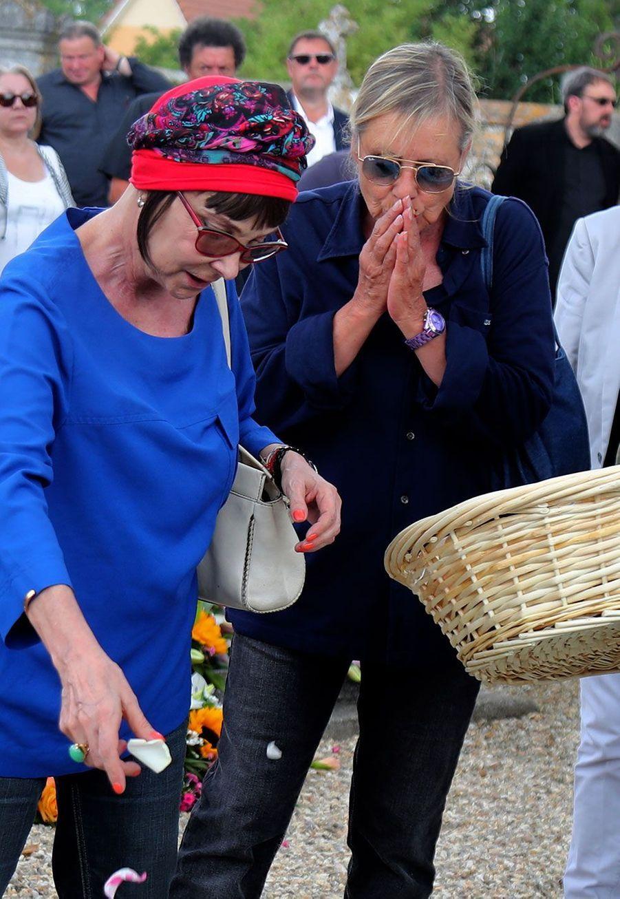 Ariane, et Dorothée aux obsèques de Corbier, le 5 juillet