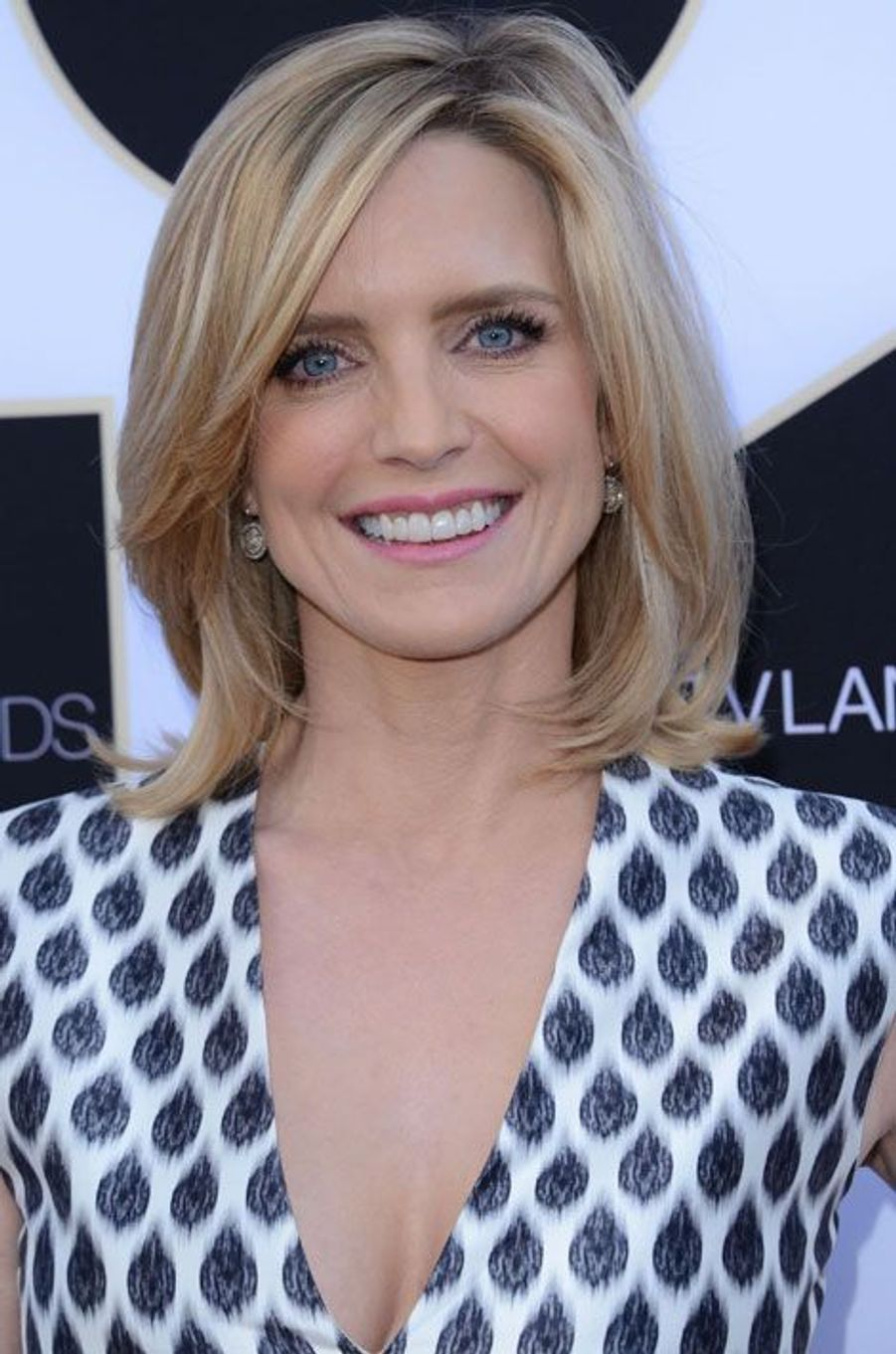 Courtney Thorne-Smith (Alison Parker)