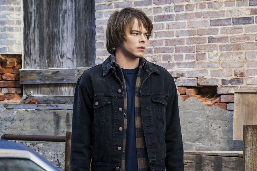 Charlie Heaton (Jonathan) dans la saison 1