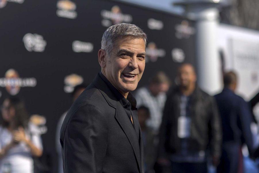 Dr. Douglas Ross (George Clooney)