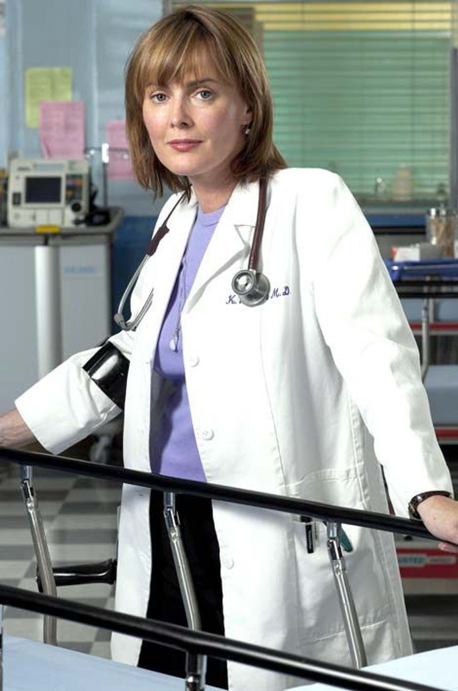 Dr. Kerry Weaver (Laura Innes)