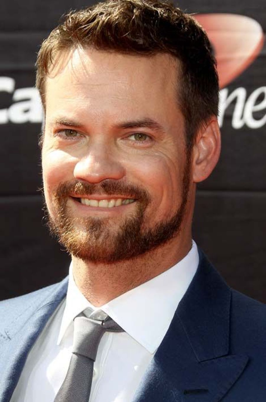 Dr. Ray Barnett (Shane West)