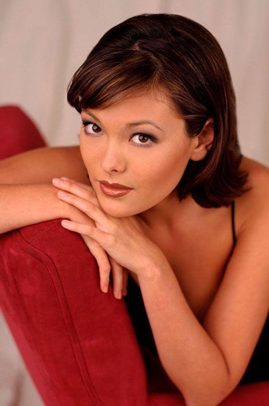Janet Sosna (Lindsay Price)