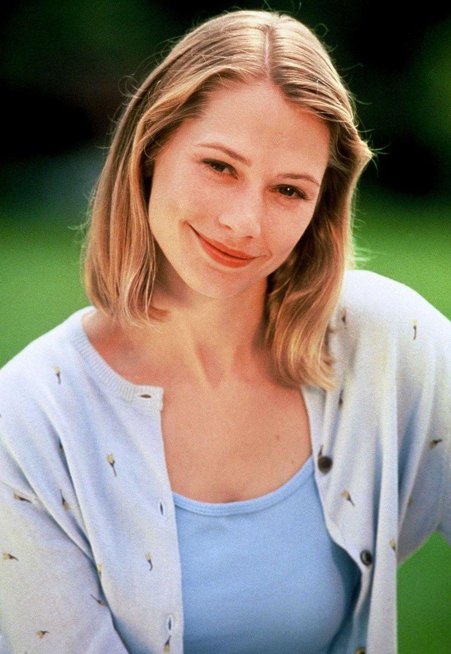 Andie (Meredith Monroe)