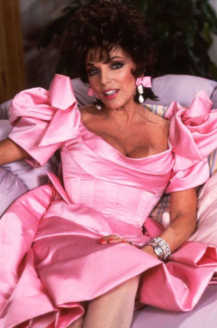 Joan Collins (Alexis Morrell Carrington)