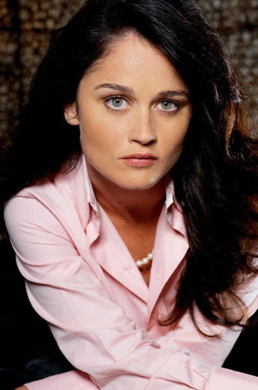 Veronica Donovan (Robin Tunney)