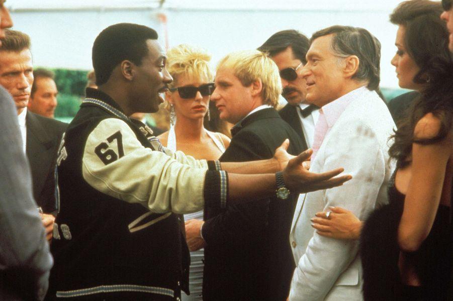 """Hugh Hefner et Eddy Murphy à l'occasion de la Première du """"Flic de Beverly Hills 2""""."""