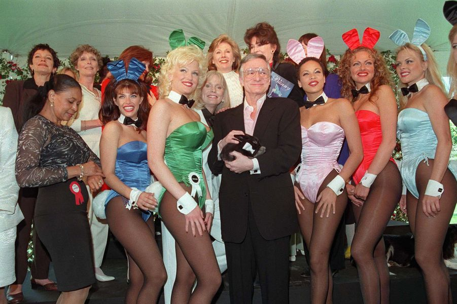 A Los Angeles, Hugh Hefner fête ses 72 ans entouré de playmates.