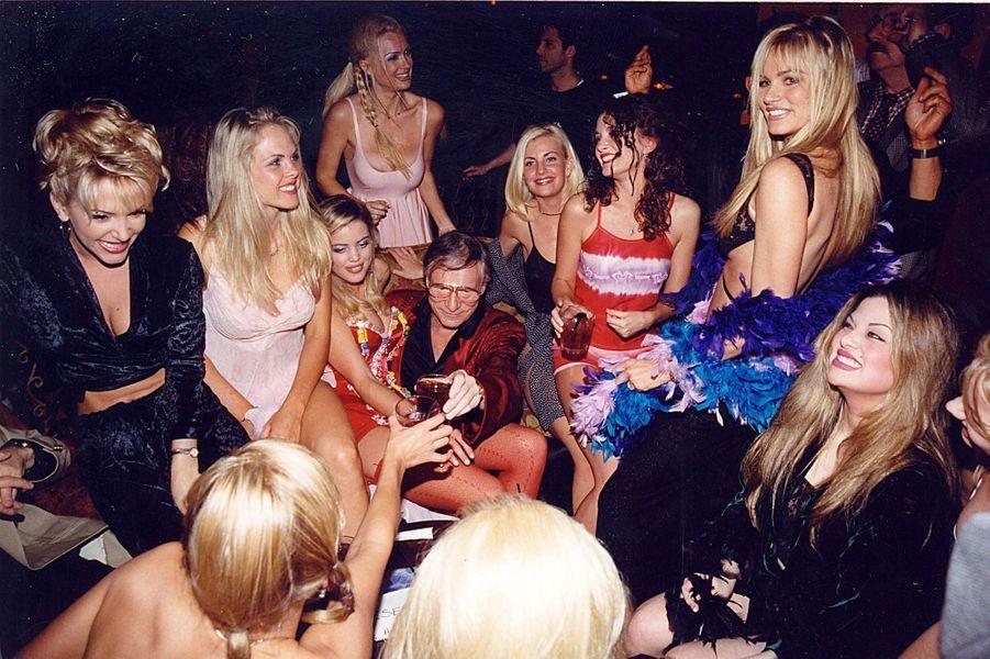 En 1998, il fait la fête avec ses playmates à Los Angeles.