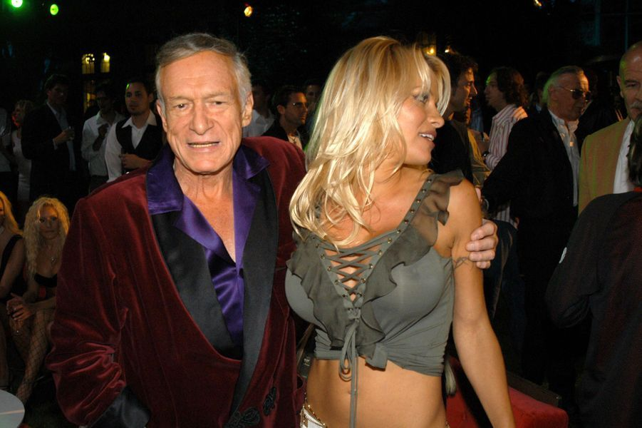 Hugh Hefner et celle qui lui doit une grande partie de son succès, Pamela Anderson, au Manoir Playboy.