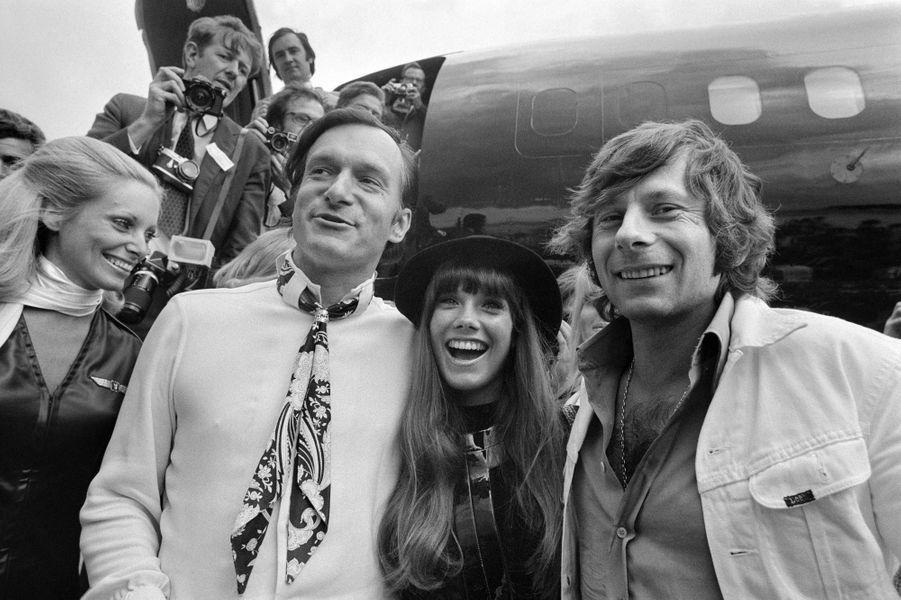 Le même jour, toujours accompagné de Barbara Benton, il pose aux côtés du réalisateur Roman Polanski à l'aéroport du Bourget.