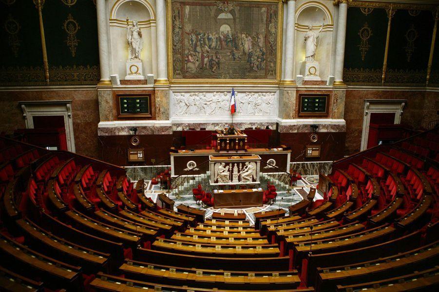 La traditionnelle et houleuse séance du mercredi de l'Assemblée nationale, où les députés posent des questions aux membres du gouvernement, est devenue l'une des grand-messes politico-cathodiques de la semaine sur France 3, très commentée sur les réseaux sociaux.