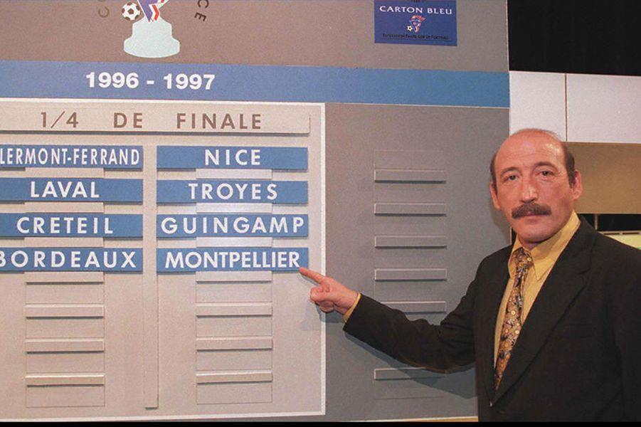 Diffusée le dimanche matin et portée historiquement par Michel Denisot, Roger Zabel, le duo Jean-Michel Larqué-Thierry Roland, ou encore Thierry Gilardi, ce programme reste un des piliers de la première chaîne depuis sa création, malgré le départ des matchs de foot sur les chaînes en crypté.