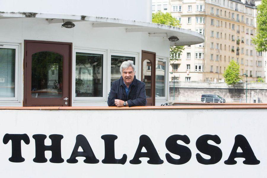 """Les vendredis soirs où """"Thalassa"""" dominait la télévision française sont loin, mais cette émission sur tout ce qui touche à la mer est encore suivie chaque vendredi par près de deux millions de téléspectateurs. Son présentateur historique Georges Pernoud, est à la barre depuis près de 1.700 émissions."""