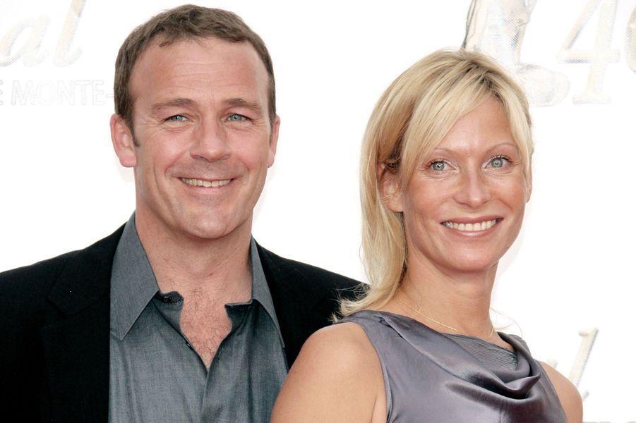 Serge Dupire (Vincent Chaumette)et Rebecca Hampton (Céline Frémont):Dans la sérieCéline Frémont et Vincent Chaumette ont été en couple tout comme leurs interprète.Serge Dupire et Rebecca Hampton ont vécu une histoire d'amour entre 2004 et 2006.