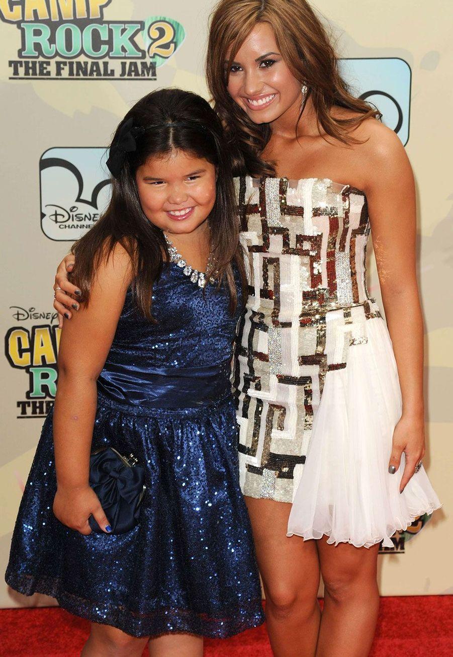 Madison De La Garza avec sa soeur Demi Lovato en 2010