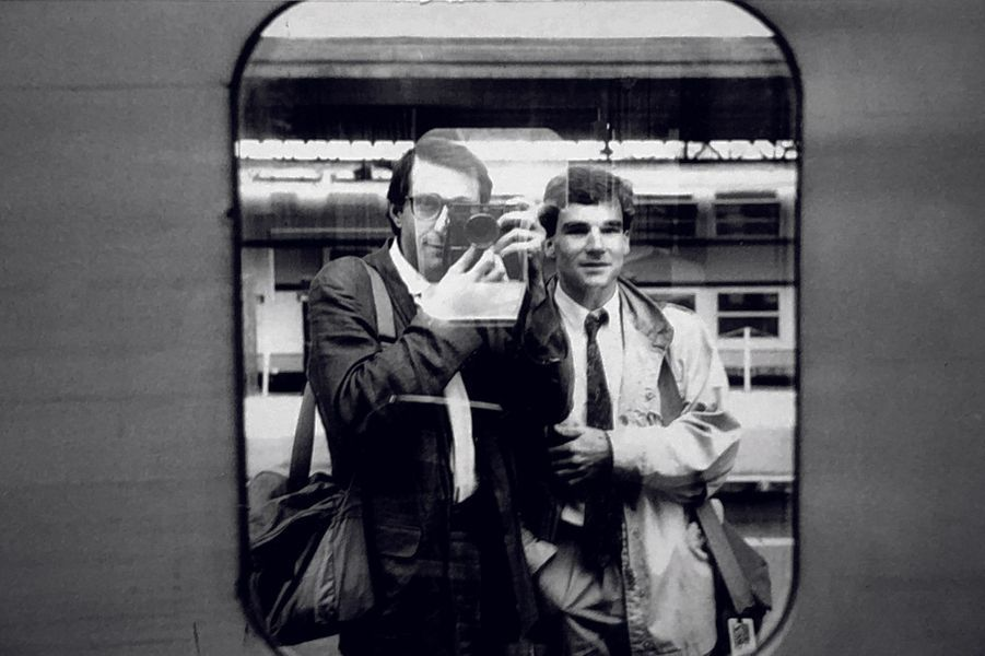 En 1986, avec le photographe Benoit Gysembergh, il part en reportage pour un tour du monde en 40 jours.