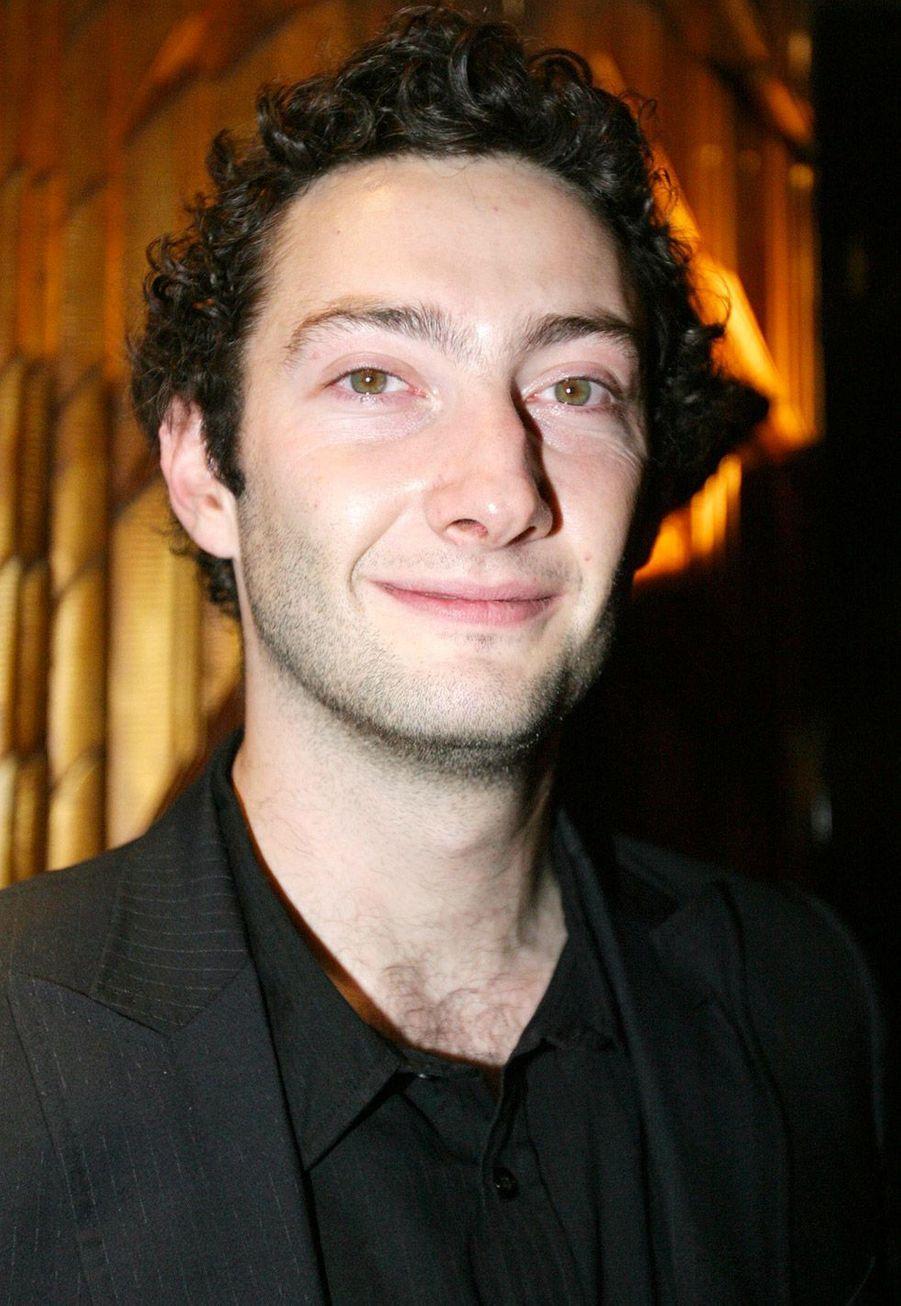 Vincent Desagnat :Entre 2006 et 2013, Vincent Desagnat et Benjamin Morgaine ont coanimé «Menu W9» sur la chaîne du groupe M6. La même année, il est revenu dans une émission matinale «SHOW ! Le matin» entre 7 heures et 9 heures sur D17 avec Cartman, Vincent Desagnat et Stéphanie Loire jusqu'en 2015. Les téléspectateurs l'ont également aperçu dans «Scènes de ménages» où il joue le rôle de Philippe, un ami de Fabien (David Mora).