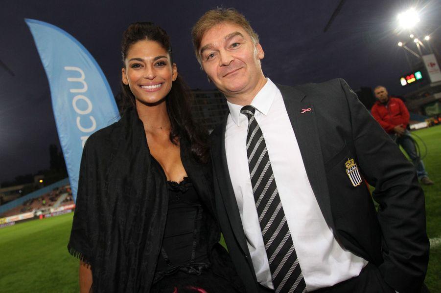 Tatiana Silva et Fabien Debecq, président du SC Charleroi, en marge d'un match en septembre 2013.