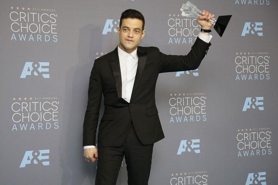 Avec son prix du Meilleur acteur dans une série dramatique aux Critics' Choice Awards, en janvier 2016 à Santa Monica