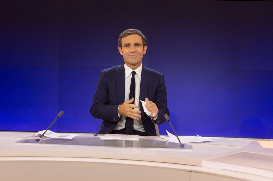 """Après son éviction du JT de 20 heures de France 2, David Pujadas présente """"24h Pujadas : l'info en question""""sur LCI"""
