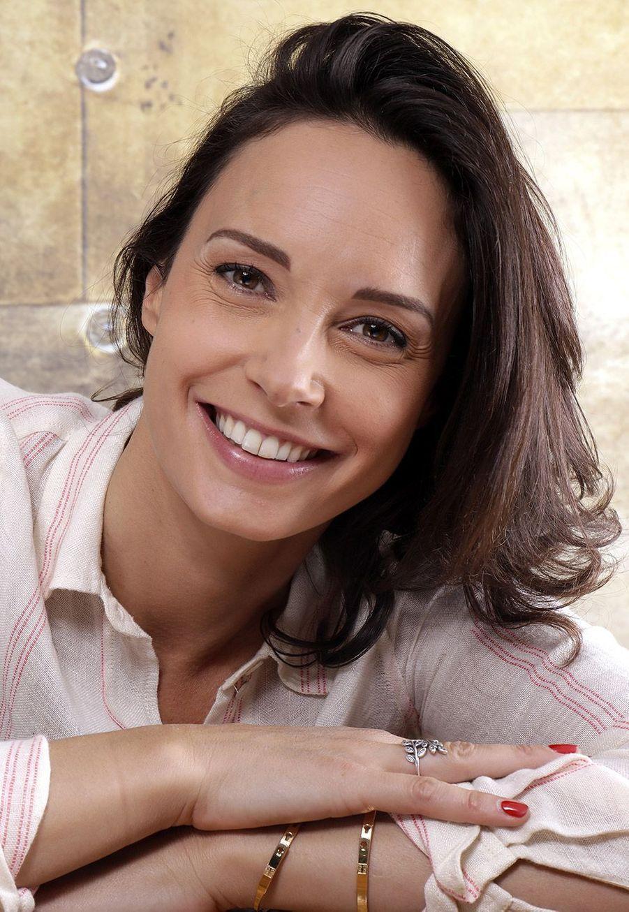 """Julia Vignali remplace Faustine Bollaert à l'animation du""""Meilleur Pâtissier"""" sur M6. Elle était auparavant chez le groupe TF1"""