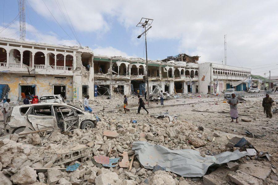 Au moins 28 personnes ont été tuées dans un attentat àMogadiscio revendiqué par lesshebabs