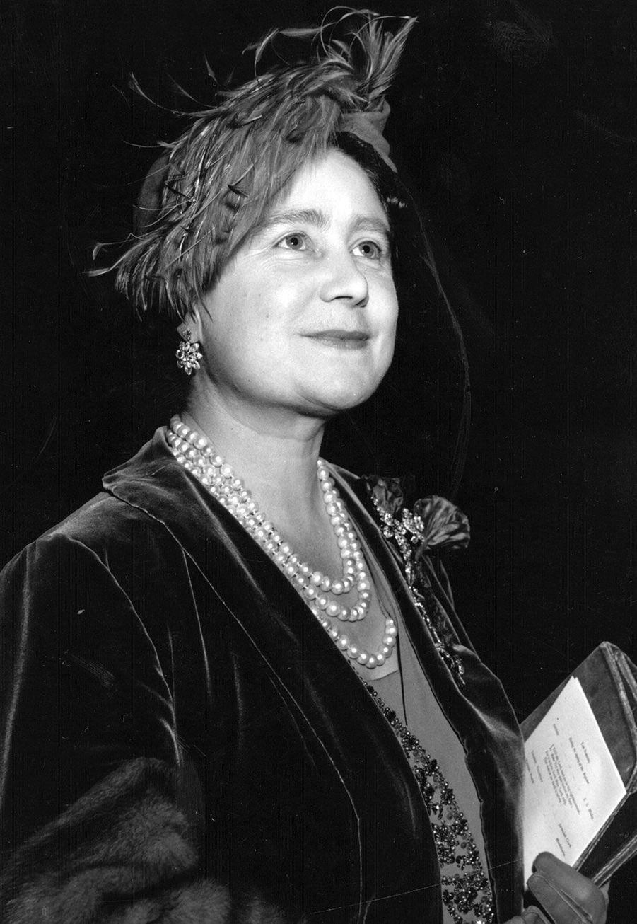 """Elizabeth Bowes-Lyon, """"Queen Mum"""""""