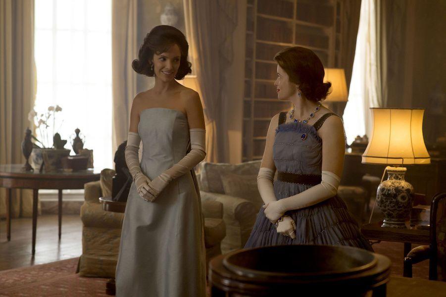 "Jodi Balfour (Jackie Kennedy) et Elizabeth II (Claire Foy) dans ""The Crown"""