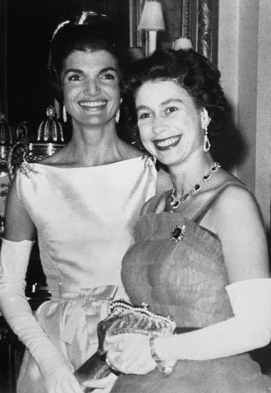 Jackie Kennedy et la reine Elizabeth II en 1961