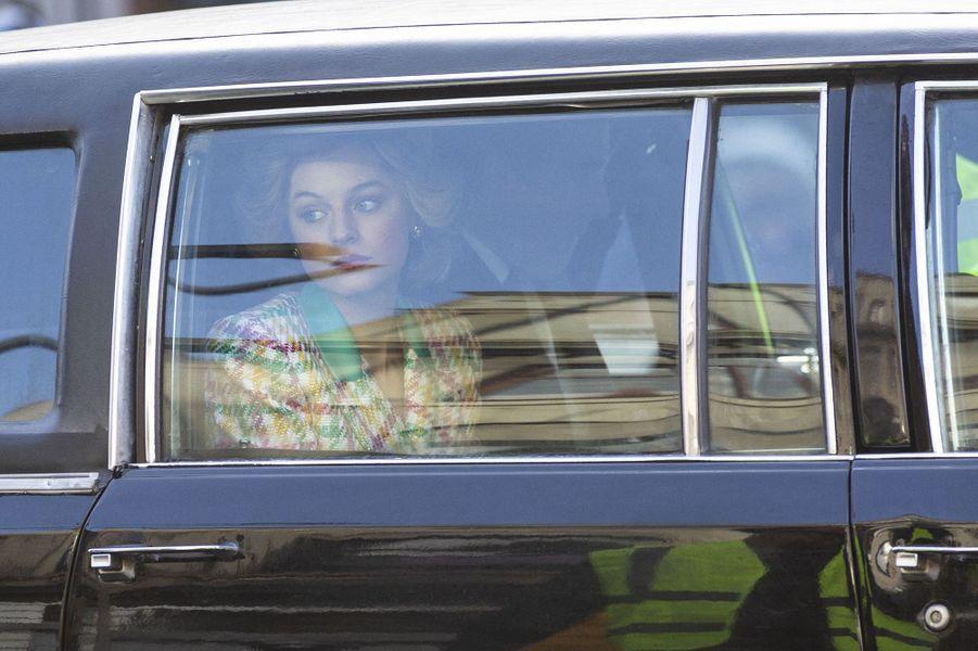 """Emma Corrin sur le tournage de """"The Crown"""" à Manchester"""