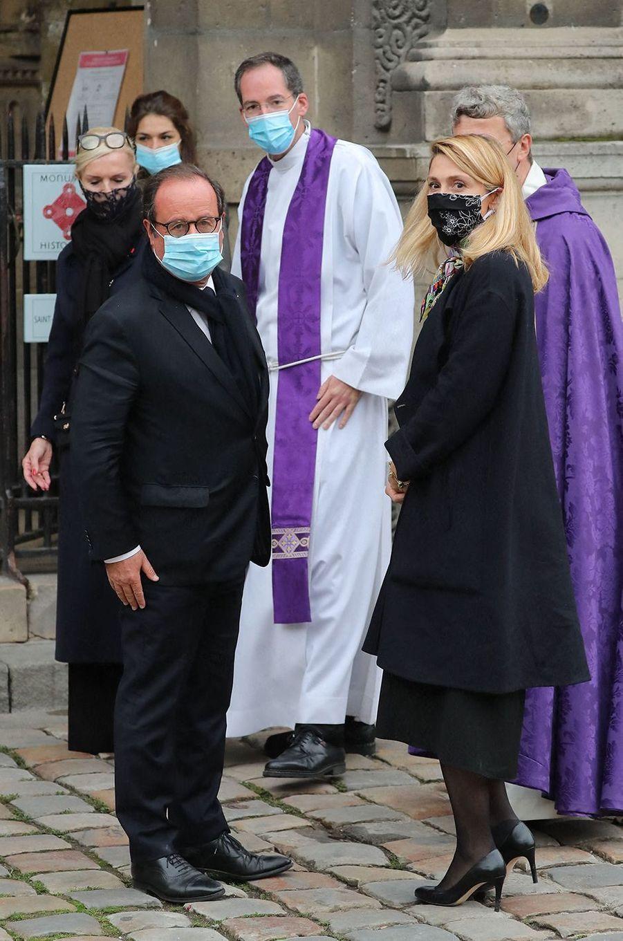 François Hollande et Julie Gayetaux obsèques de Juliette Gréco à Paris le 5 octobre 2020