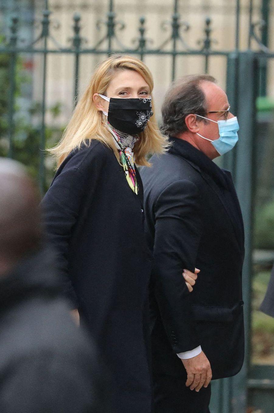 Julie Gayet et François Hollandeaux obsèques de Juliette Gréco à Paris le 5 octobre 2020