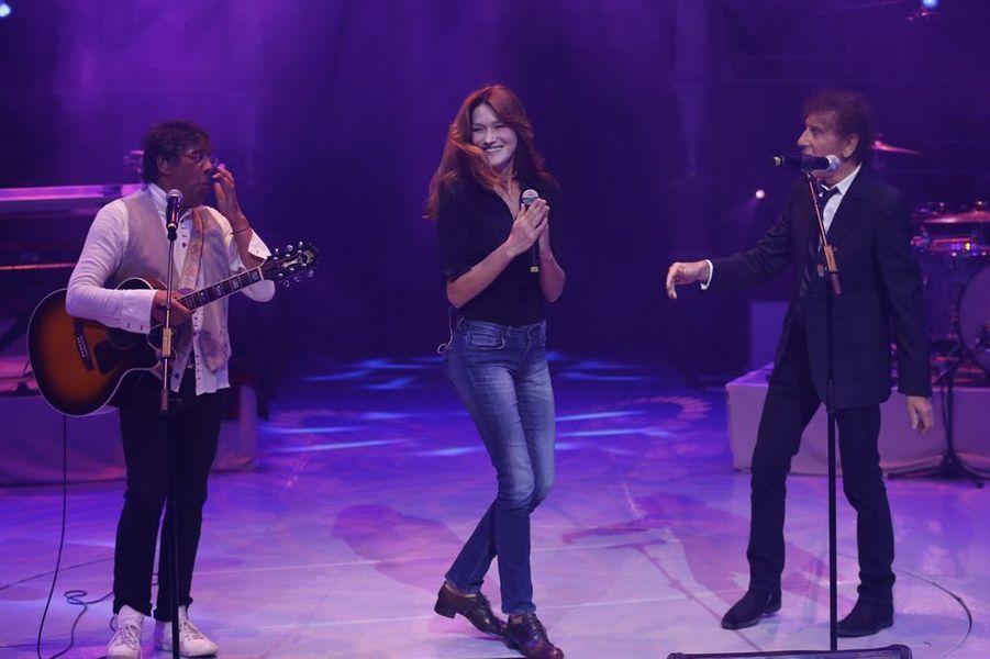 Laurent Voulzy, Carla Bruni et Alain Souchon en concert à Paris pour la Fondation pour la Recherche sur Alzheimer en septembre 2013