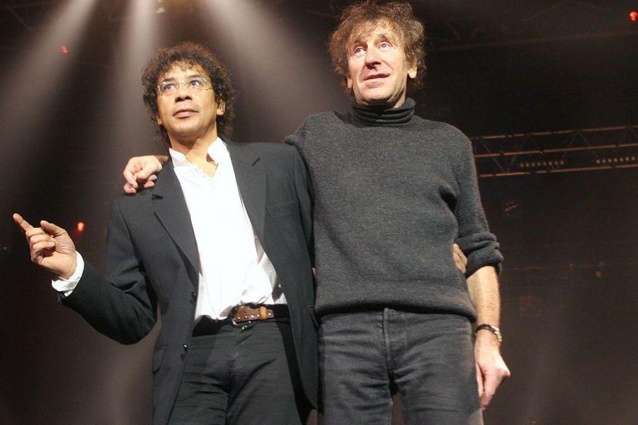 """Laurent Voulzy et Alain Souchon en concert pour le 20ème anniversaire de """"Homéopathes Sans Frontières"""" en octobre 2004"""