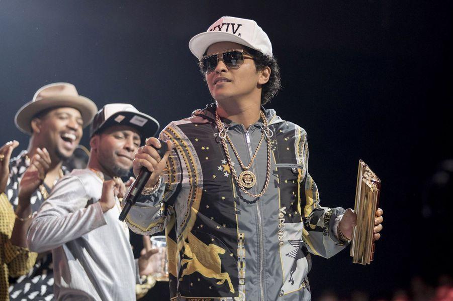 Bruno Mars reçoit un NRJ Music Award d'honneur