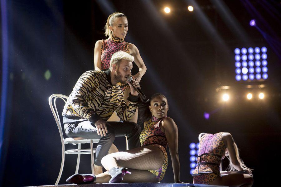 M. Pokora et ses danseuses