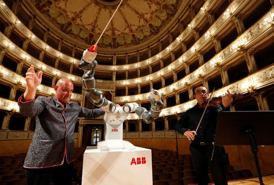 Andrea Bocelli Dirigé Par Un Robot Chef D'orchestre 1