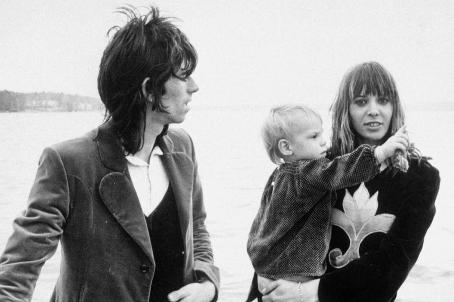 Keith Richards, Anita Pallenberg et leur fils Marlon en 1970.
