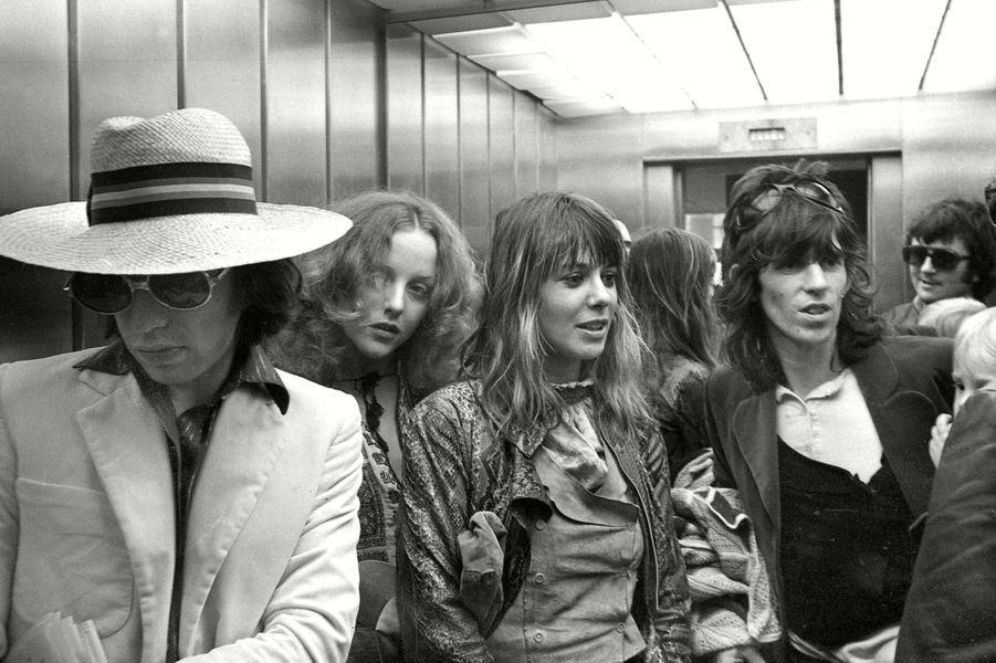Mick Jagger, Anita Pallenberg et Keith Richardsà l'hôtel Kalastajatorppa deHelsinki en 1970.
