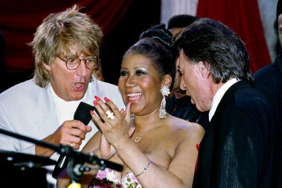 Aretha Franklin avec Rod Stewart et Dustin Hoffman, en 1993.