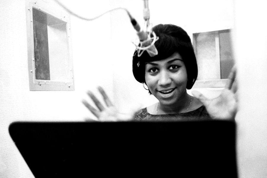 Aretha Franklin en studio, en 1967.