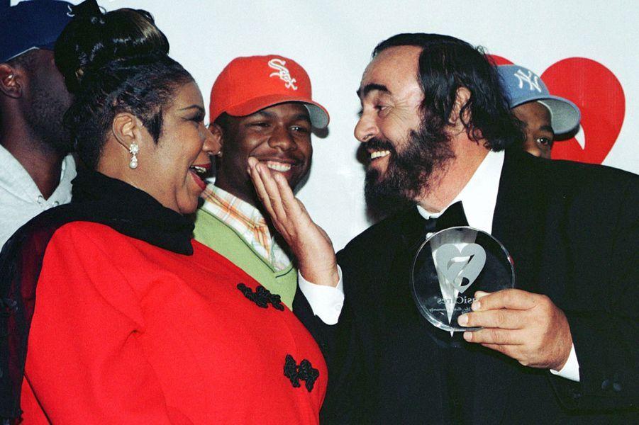 Aretha Franklin et Luciano Pavarotti, en 1998.