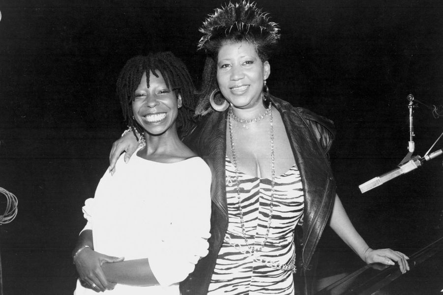 Aretha Franklin et Woopie Goldberg sur le tournage du clip 'Jumpin' Jack Flash', en 1986.
