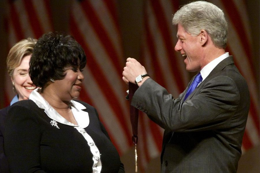 Aretha Franklin honorée par Bill Clinton, en 1999.