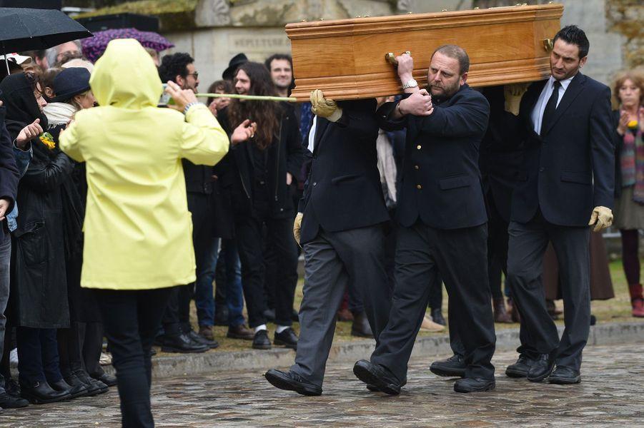 Le cercueil de Jacques Higelin au père Lachaise