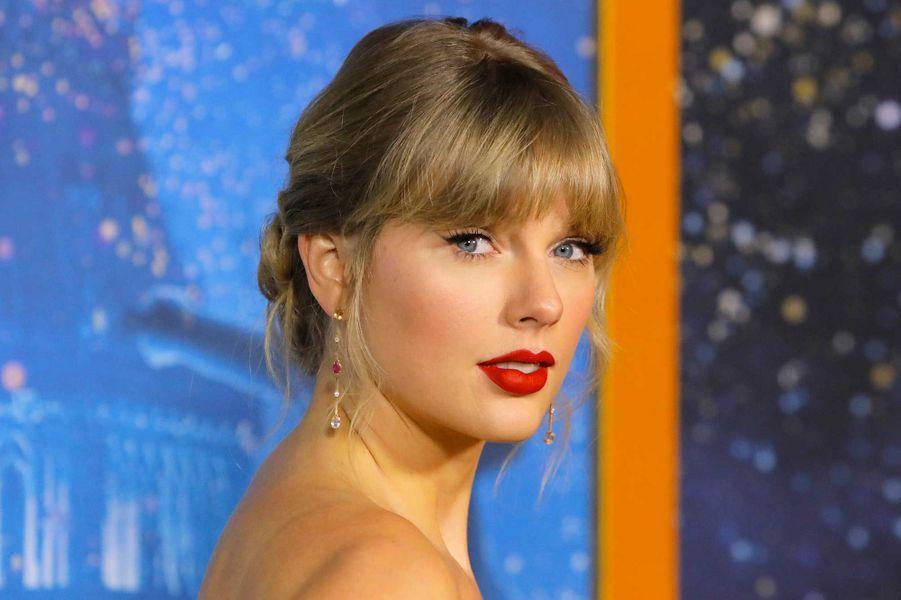 2- Taylor Swift, 825 millions de dollars